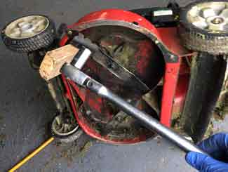 removing mower blades