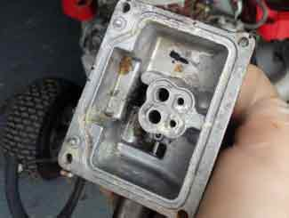 Ride-on mower carburetor