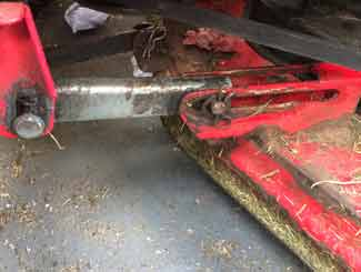 Ride-on mower deck links